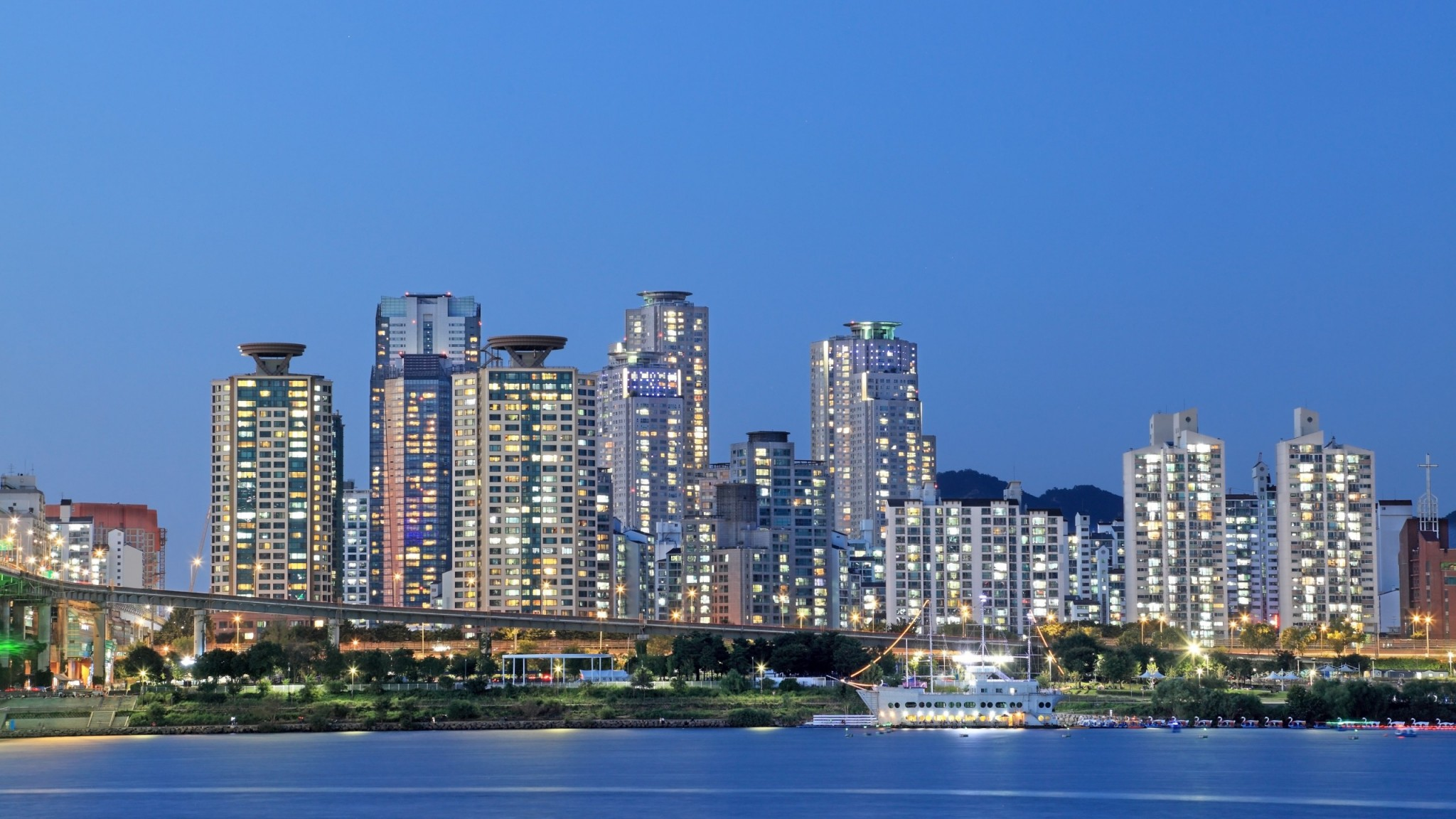 Apartments along Han River